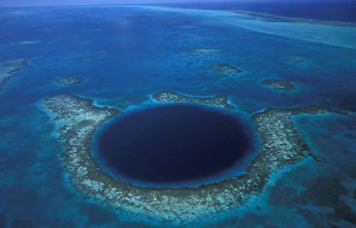 agujeros azules, en el mar