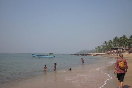Playa Anjuna, hippismo y música trance en India