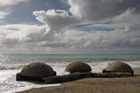 Bunkers comunistas en las playas de Albania