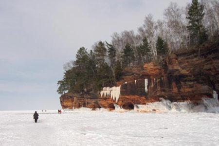 Las cuevas congeladas del lago Superior