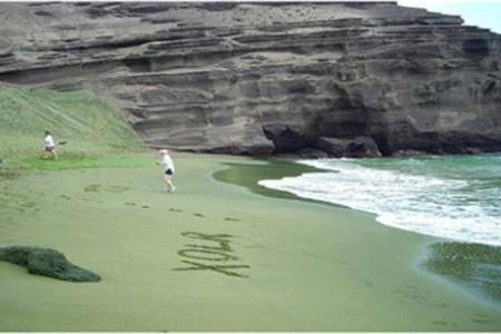 Papakolea, una playa de arena verde en Hawaii