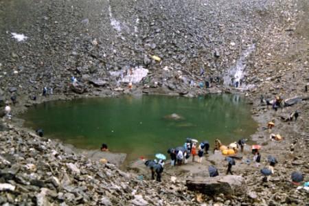 Roopkund, el lago de los esqueletos
