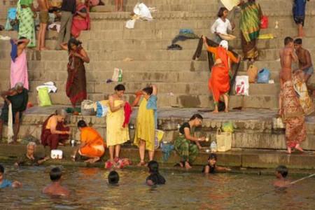 Baños en el Ganges, un riesgo para la salud