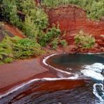 Kaihalulu, la playa roja de Hawaii