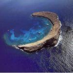 La isla Molokini, cráter de un volcán submarino en Hawaii