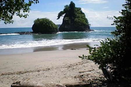 La preciosa playa Espadilla, Costa Rica