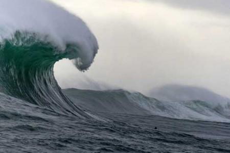 Las olas gigantes, titanes errantes del océano